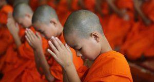 monks-pray